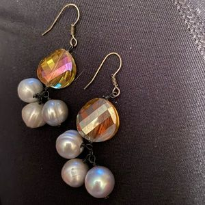 Jewelry - 🎄⚡️Dangle yellow stone and grey pearl earrings